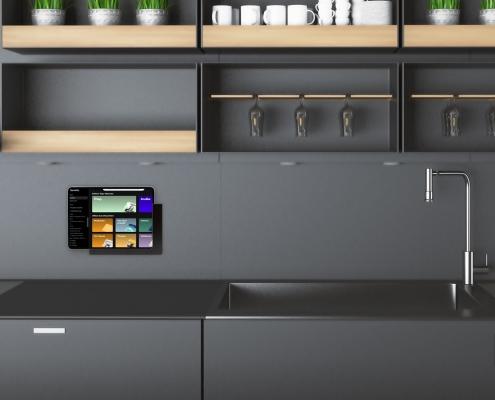 TabLines TWP iPad Halter mit Ladefunktion für die Küche
