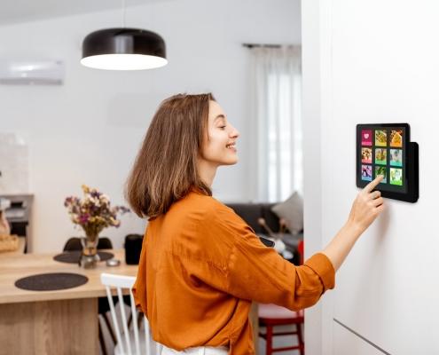 TabLines TWP Tablet Wandhalterung Plug mit Ladefunktion Anwendung Küche
